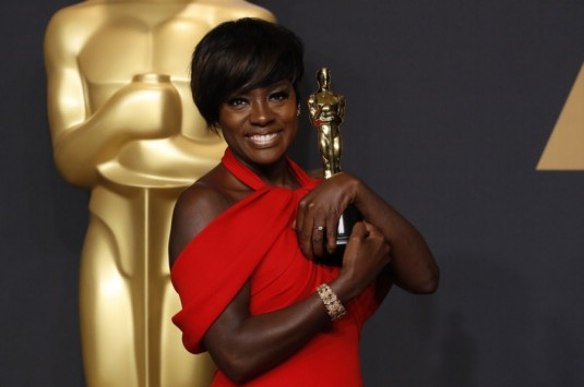 62170005200_actress-viola-davis-poses-her-oscar-best-supporting-actress-film-fences